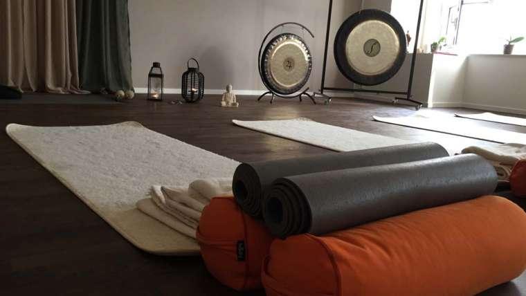 Total avslappning med Yin och Restorative yoga